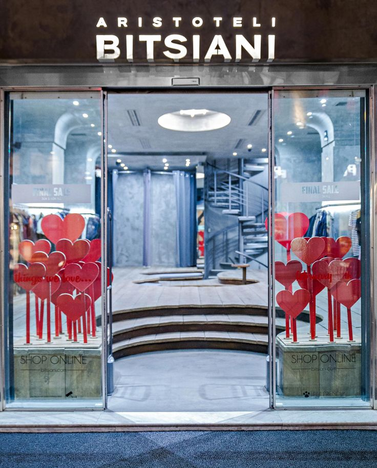Saint Valentine's Windows ❤️#aristotelibitsiani #retailstore #fashionstore #windows #saintvalentine #valentinewindows #hearts