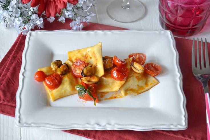 I ravioli di pesce sono un primo piatto raffinato e dal sapore unico che ho realizzato come test per capire cosa servire a Natale. Per fare questi