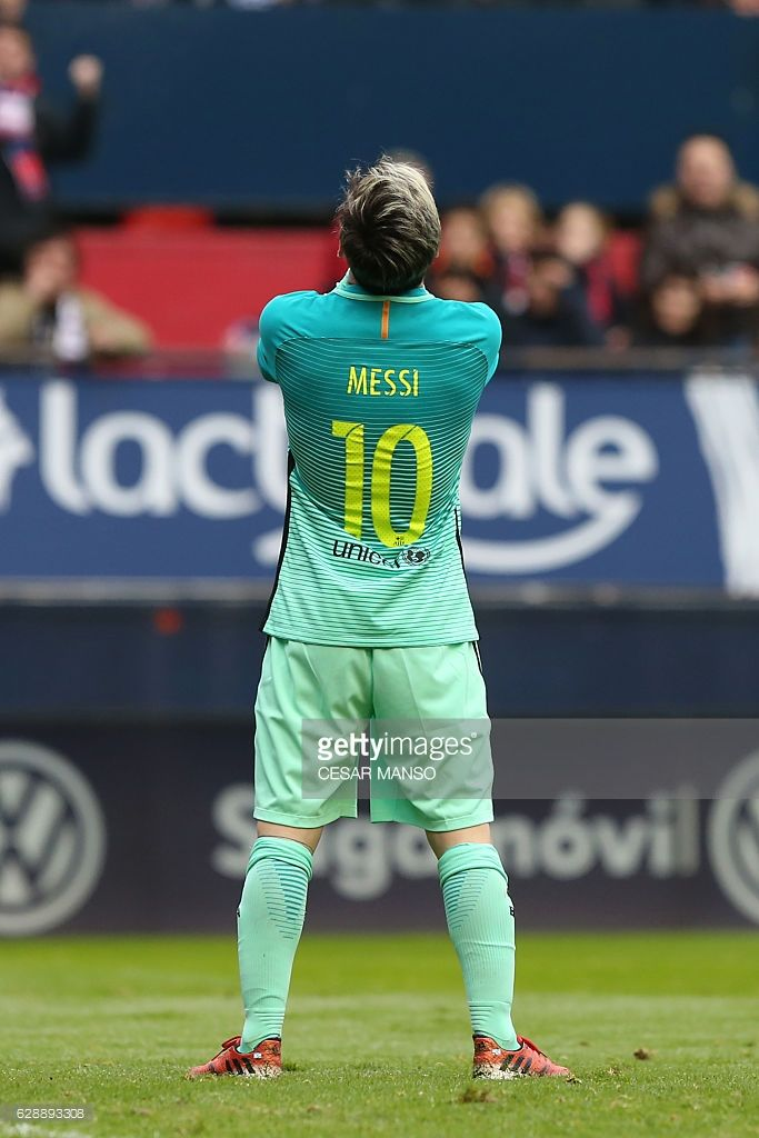 Barcelona's Argentinian forward Lionel Messi stands during the Spanish league football match CA Osasuna vs FC Barcelona at the Reyno de Navarra (El Sadar) stadium in Pamplona on December 10, 2016. / AFP / CESAR