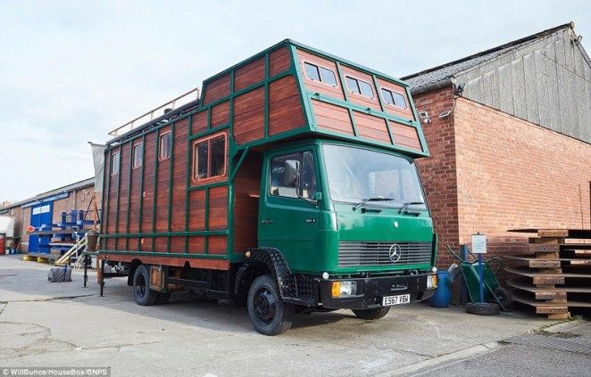 Умелец превращает лошадиные фургоны в передвижные дома класса люкс