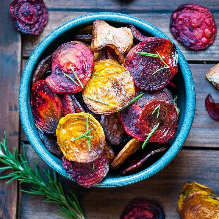 Happy Friday! Check out these awesome rosemary roasted beet chips!! Such a great and healthy alternative to regular chips!! They're so good, they barely last a day in our house!! .. Beets are a nutrition powerhouse! Packed with nutrients including antioxidants that keep our healthy cells healthy! .. Link to recipe in bio! .. How do you like to prepare beets? . . . #adventureblooms #dietitian #dietitansofinstagram #nutrition #nutritionist #registereddietitiannutritionist #registereddietitian…