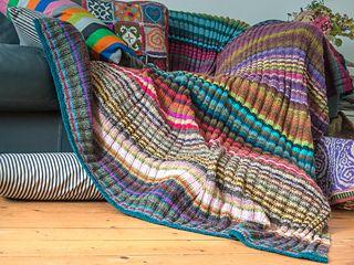 kuschelige Decke aus Wollresten. Plaid, Blanket, stricken, Streifen, bunte Wollreste, viele Farben, Anleitung, Winter, Alpaka, einfach, Muster, Anleitung