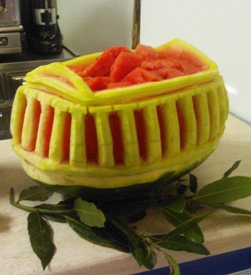 Presentare anguria da stuzzicare in centro tavola fruit