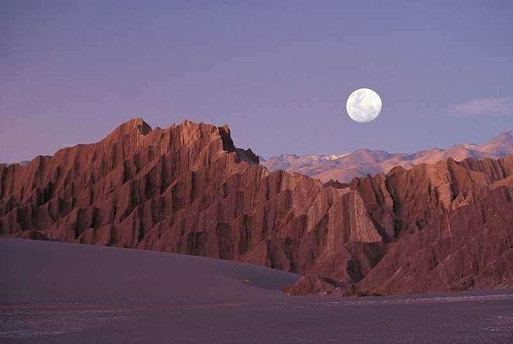 Deserto do Atacama, localizado no Norte do Chile, é o deserto mais alto e mais árido do mundo, sendo 250 vezes mais seco que o deserto do Saara!