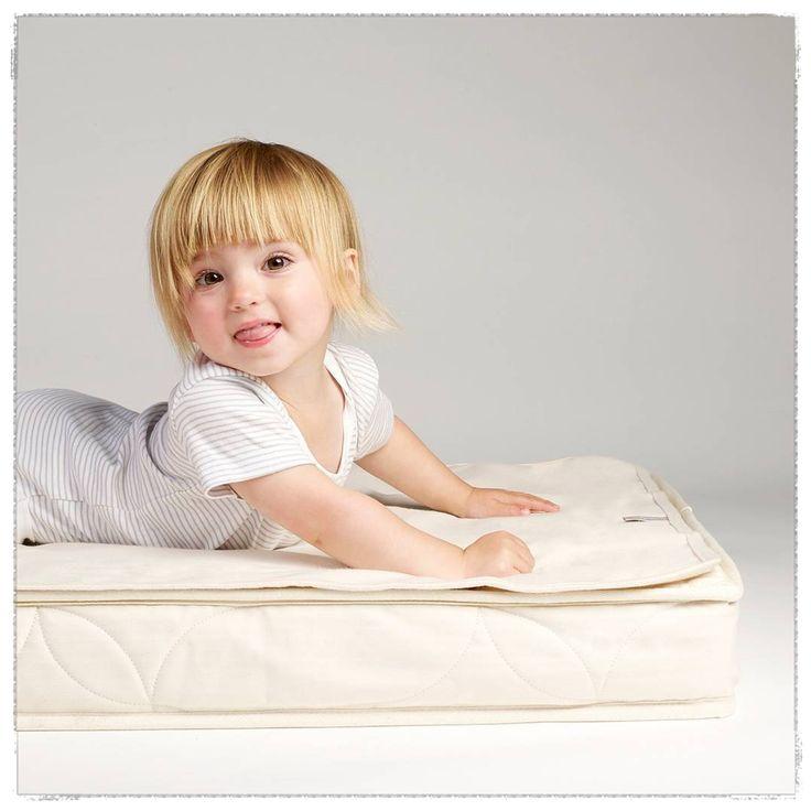 Siempre pensando en la protección y cuidado de tu bebé, incluso hasta en sus sueños  Llegó el protector de colchón para cuna de algodón orgánico, para que tu peque duerma siempre en un espacio limpito y seco   • Sin arrugas, sin ruidos  • 100 % impermeable, colchón siempre limpio y seco  • Máxima absorción que garantiza el confort de tu bebé  • Detallitos para tu peque  naturamum.com
