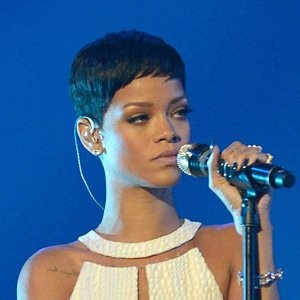 Cool 1000 Ideas About Rihanna Short Haircut On Pinterest Black Bob Short Hairstyles For Black Women Fulllsitofus