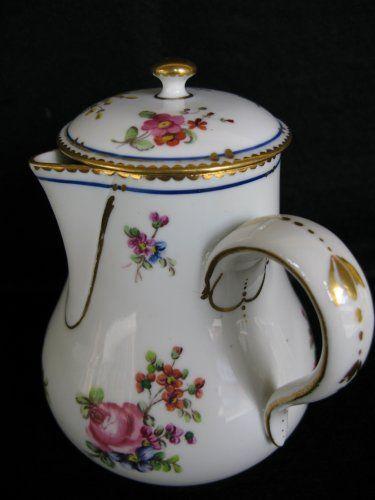 Verseuse en porcelaine dure de Sèvres XVIIIe siècle