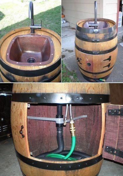 Outdoor-Spüle aus einem Weinfass #outdoorkitchencountertopsgrillarea   – Lynn Johnson Christofferson