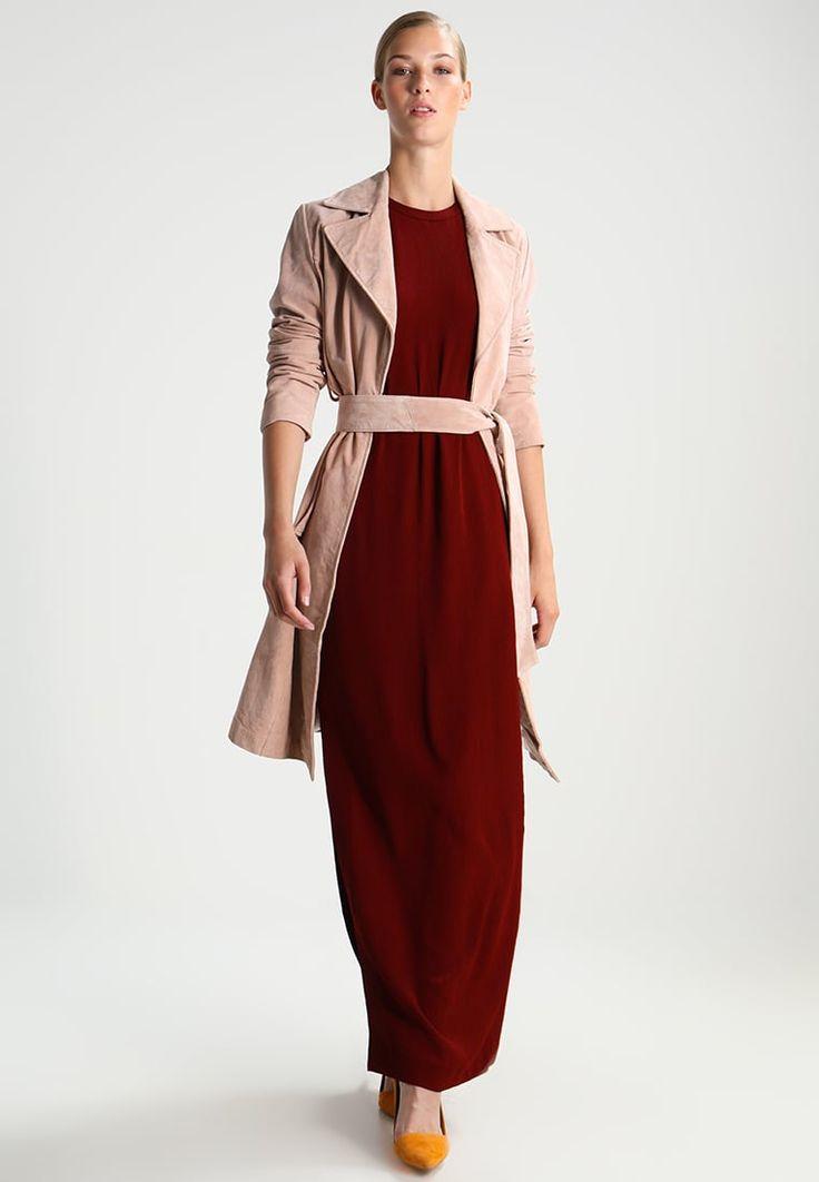 ¡Consigue este tipo de vestido largo de Ivy & Oak ahora! Haz clic para ver los detalles. Envíos gratis a toda España. IVY & OAK LOUNGE  Vestido largo rusty red: IVY & OAK LOUNGE  Vestido largo rusty red Ropa     Material exterior: 55% acetato, 45% viscosa   Ropa ¡Haz tu pedido   y disfruta de gastos de enví-o gratuitos! (vestido largo, largo, largos, largo/s, al suelo, long, midaxi, langes kleid, vestido largo, robe longue, vestito lungo, maxi)