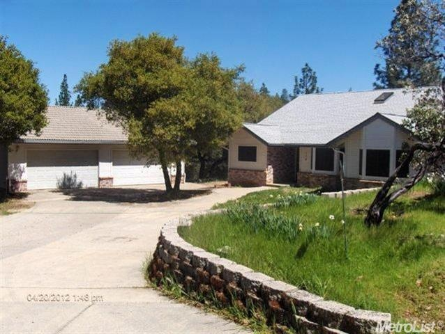 A nice looking bank owned home for sale in Applegate, CA - http://www.placercountyhomesandland.com/applegate-ca-homes-for-sale.php