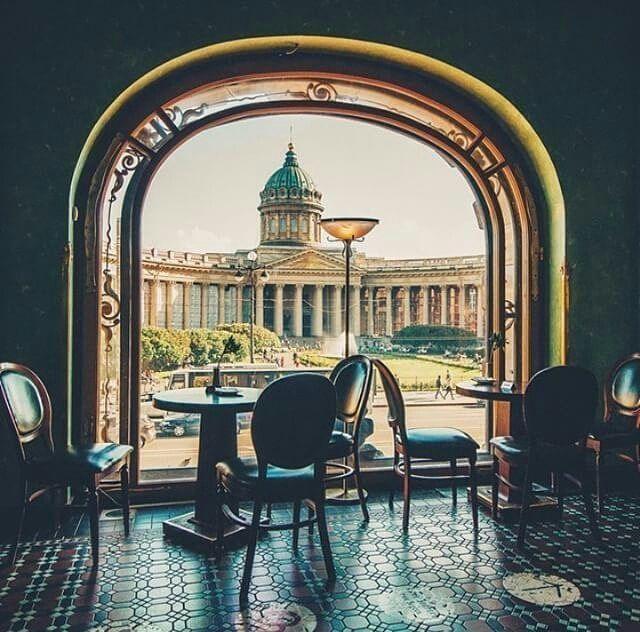 Казанский собор из окна кофейни «Дома Книги»