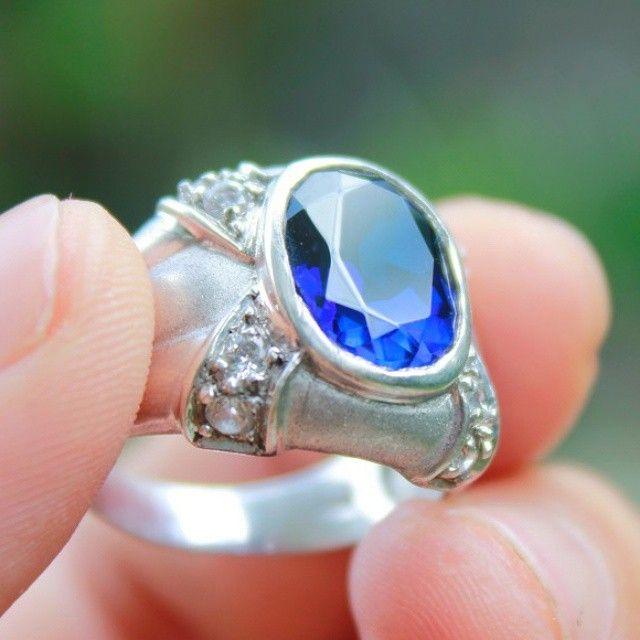 ROYAL BLUE SAPPHIRE #gemstone #stone #ruby #batu #batumulia  #topaz #amethyst #stones #instajewelry #fashion #accessories #jewels #stylish #crystals #gem #fashionjewelry #style #jewel #jewelrygram #gems #crystal #jewelry #indonesianstone #indonesia #purbalingga #saphire #bluesapphire #sapphire #blue