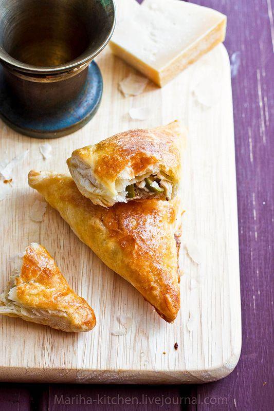 Пирожки с оливками, тунцом и пармезаном