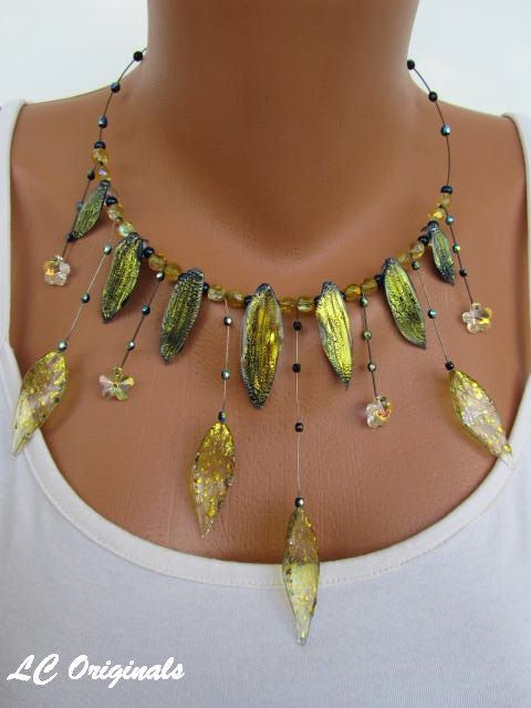 GOLDEN LEAVES glass necklace