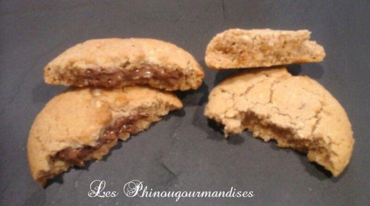 N'ayant plus de beurre de cacahuète pour faire ma recette de Cookies, je me suis tentée à le remplacer par du Nutella. Et ben en voilà une bonne idée mais attention on devient très vite addict ☆☆☆☆☆ Ingrédients : 120g de beurre 80g de sucre 80g de sucre...