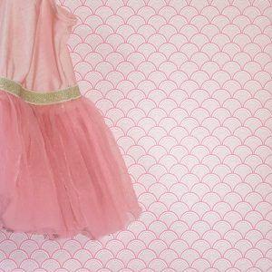 Roze behang van een japans patroon. Superleuk voor een kinderkamer en meisjeskamer.