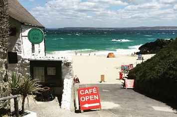If I had to pick only 1 place to go to on vacation for the rest of my life it might just be Cornwall | 17 Breathtaking Places To Eat In Cornwall