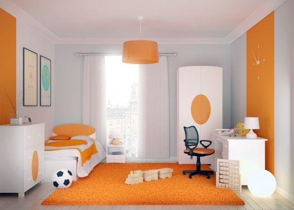 Pomarańcz to barwa symbolizująca entuzjazm, zabawę i kreatywność. Mocny akcent na białych meblach to z jednej strony minimalizm, a z drugiej możliwość wprowadzenia do pokoju Dziecka ulubionego koloru
