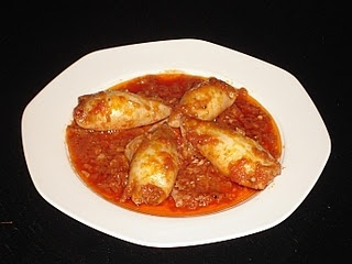 I think that Greek kalamari (squid) is well-known all over the world. So, for the seafood lovers amongst you, this is a recipe for stuffed kalamari with sauce.
