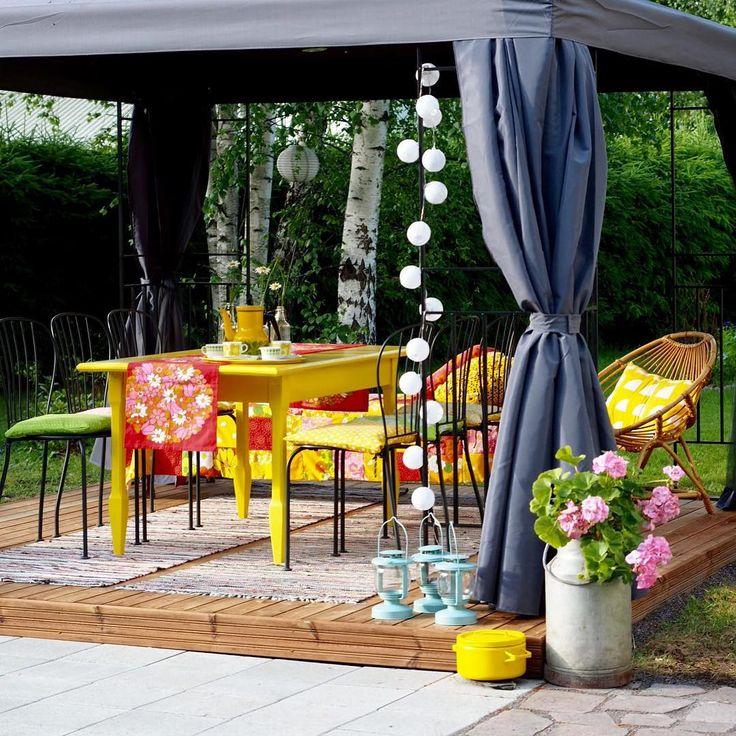 Blogissa postaus uudesta ihanasta kesähuoneestamme We have lovely new pavilion in our backyard #uusiblogipostaus#newblogpost#kesähuone#paviljonki#summer#kesä#colorful#värikäs#pavilion