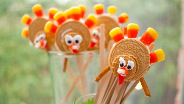 """These turkey pops are evidence of spending way too much time in the snack food aisle. And these aren't just any old turkeys. They're """"running"""" turkeys. Perhaps they're training for a """"Turkey Trot"""" or running from your Thanksgiving table. (Can you blame them?) Either way, they're pretty darn cute–complete with """"wattles"""" and all. AND they're [...]"""