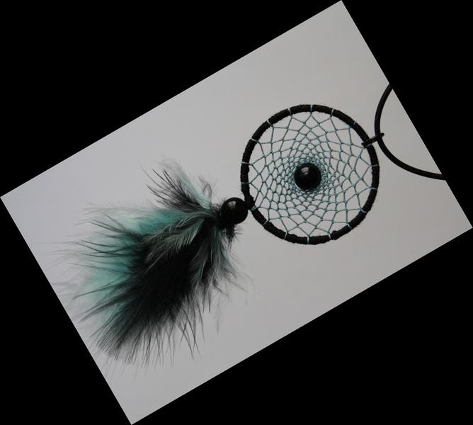 Kleiner Traumfänger in schwarz und hellblau mit Perlen und Federn.    Kombiversand auf Anfrage, gerne verschicke ich auch versichert, dies kostet dann