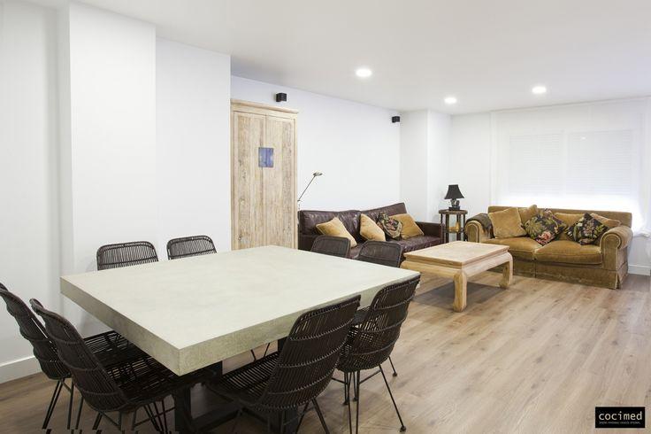 Amplio salón para disfrutar de la familia. #salon #comedor #wallpaper #textura #diseño #design #decoracion #home #hogar #calidad #diseño #reformas  #muebles #reformas en alicante #reforma de interiores #reforma #interiorismo #decoracion