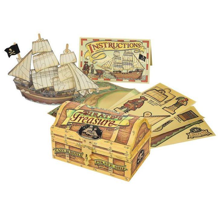 Tesoro dei pirati. Il forziere custodisce il kit per costruire il galeone dei pirati e una vera mappa del tesoro tutta da scoprire. solo in nostro showroom! #SalesByCaroti #Saldi PREZZO: € 23 (Sconto 40% - Prezzo originale € 37) Cod. prodotto: A057A