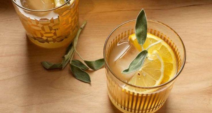 Συνταγή: Φτιάξτε εύκολα και γρήγορα ένα γευστικότατο τσάι φασκόμηλου με λεμόνι