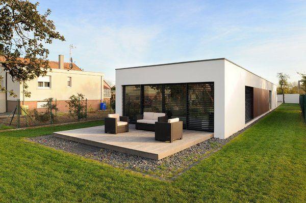 La terrasse en ipé naturel se patine au fil du temps pour offrir une teinte gris argenté très valorisante.