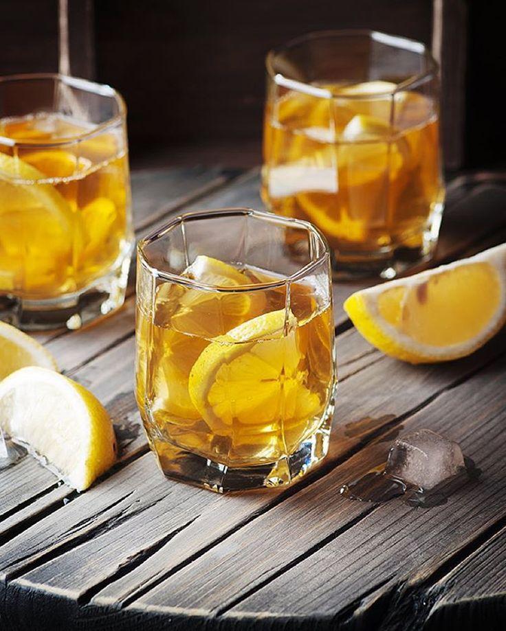 """#фотостокмарафон #виски#алкоголь #фудфото #фудсъемка #фудстайлинг #whiskey #alcohol #drinks  Вот так у меня прошёл вечер понедельника: виски со льдом и…"""