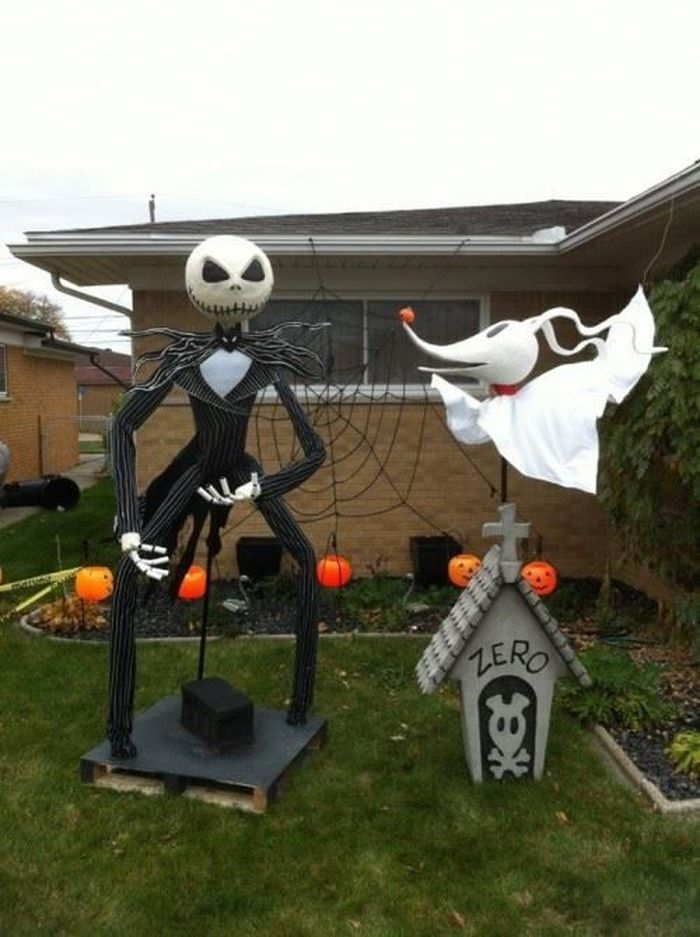 Halloween Yard Decorations Inspired By Nightmare Before Christmas Look Wow  on nightmare before christmas outdoor decorations - 10. Halloween Yard Decorations Inspired By Nightmare Before
