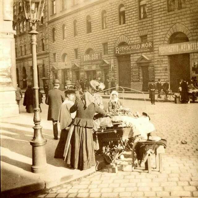 1900 körül. Erzsébet körút Wesselényi utca sarok.