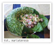 Super pomysł na dekorację sałatki. :)