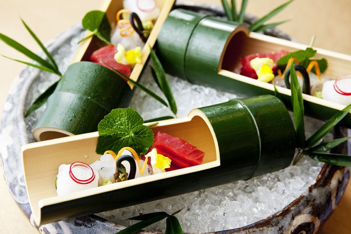 Kaiseki or Kaiseki-ryori, is a traditional multi-course Japanese meal, which puts emphasis on artistry, graciousness and the changing of the seasons. Presentation device of kaiseki-ryo¯ri. Symmetrical presentation of food is the antithesis of this philosophy, which would rather have imbalance and a blank space on a plate. This approach provides an elegant appearance, whereas to cover a whole plate with various foods is considered vulgar,