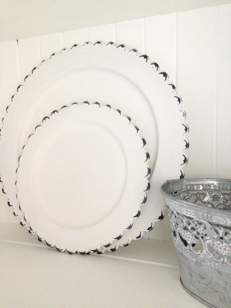 Rustic metal plates - 2 sizes available: Small - 15.5cm diameter. Large - 27.5cm diameter approx.