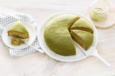 De Japanse matcha geeft deze taart de perfecte groene kleur - Recept - Allerhande