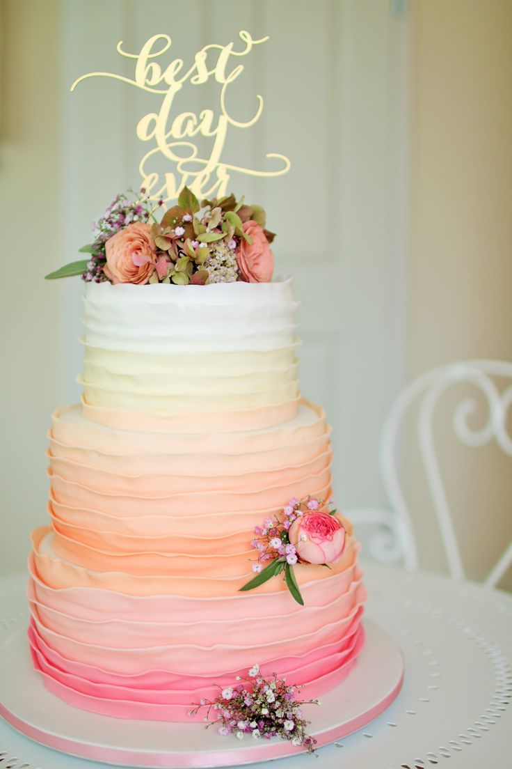 www.KUCHENmitSTIL.at - The finest pastry - an amazing 3 tier ruffel wedding cake ombre style and stunning golden cake topper. We LOVE this cake <3