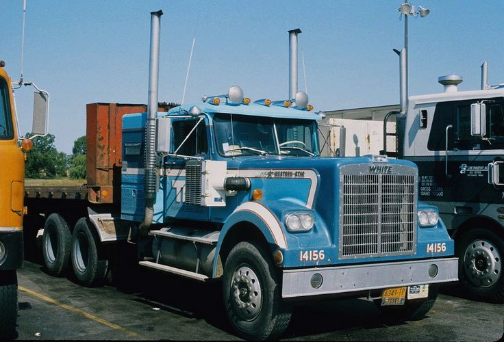 https://flic.kr/p/iDtUwM | Wonderful Western Star | This sweet White Western Star was taking a breather at the old 76 truck stop in Milwaukee, Wisconsin way back in October 1975 when I got this photo of it.