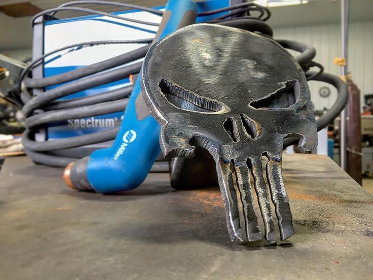 I've tig welded a bunch of Punisher skulls this is the first one I plasma cut. Cut and welded a backing plate and the hitch adapter gonna look mean on the back of a pickup!  #browndogwelding #thepunisher #millerwelders #spectrum375 #trailerhitch #howto #hotknifethroughwarmbutter #weldporn by welderassassin