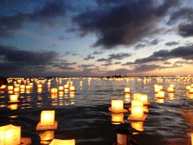 ハワイで灯篭流し