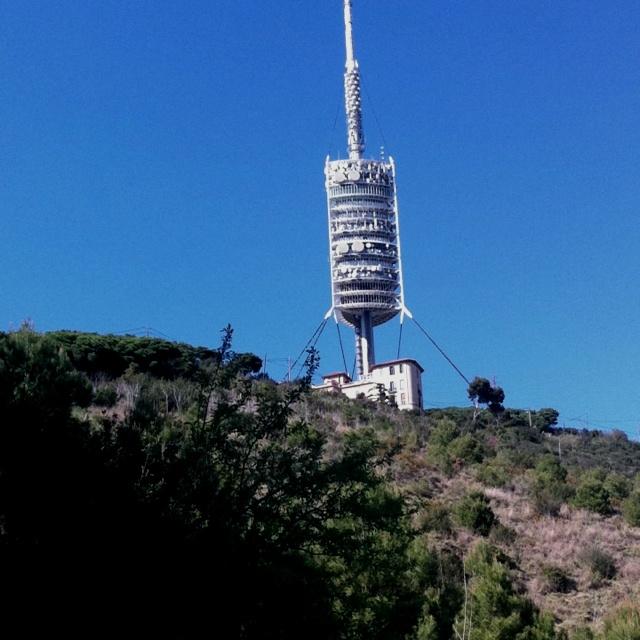 Torre Collserola desde carretera de les aigues