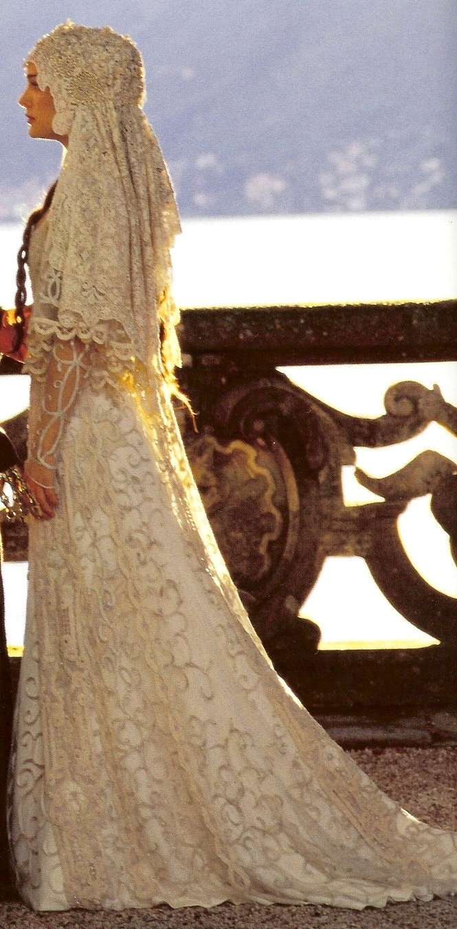 queen amidala's wedding dress, star wars - gorgeous - and that veil...!
