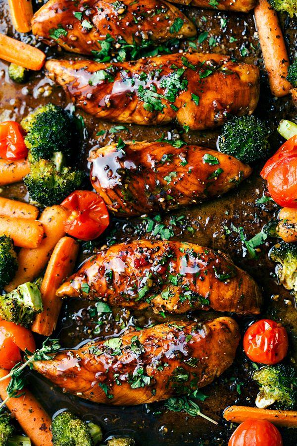 Fácil de pollo balsámico dulce y verduras hechas en una sartén.  Diez minutos de preparación y veinte minutos tiempo de cocción - esta comida es eficiente, saludable y fácil de hacer!