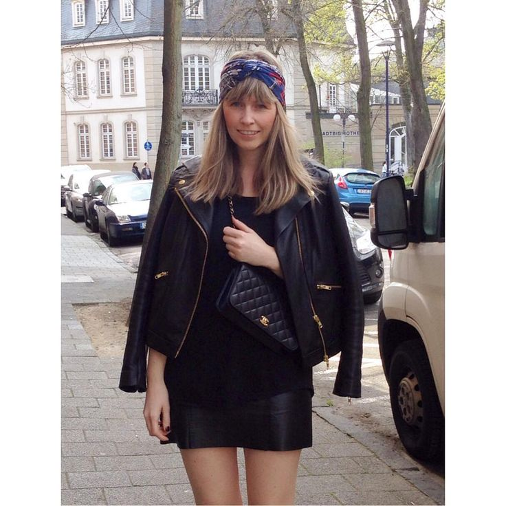 all black everything and a @hermes silk scarf around my head... #hermes#hermesscarf#hermesparis#hermessilk#silkscarf#chanel#chanelbag#chanelclassic#chaneltimeless#allblackeverything#leatgerskirt#leatherjacket#miniskirt#fashionblogger#blogger#blogger_de#bloggerstyle#blogger_deutschland#fashionblogger_de#style#mystyle#whatiwear#ootd#