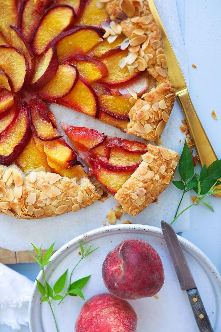 Recipe for peach galette tart with almonds / peach galette