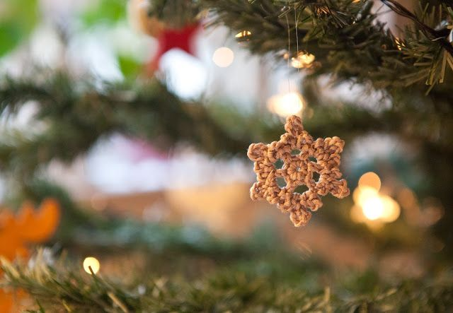 crochet tiny snowflake