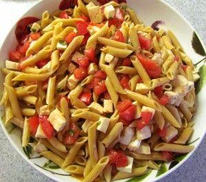 Penne Caprese is een smaakvolle variatie op salade caprese en komt uit de Italiaanse keuken. Ingrediënten (4 porties) : 300 gram ongekookte penne 3 eetlepels olijfolie 3 lente uien, dun gesneden 2 teentjes knoflook, fijngemaakt 1 theelepel verse...