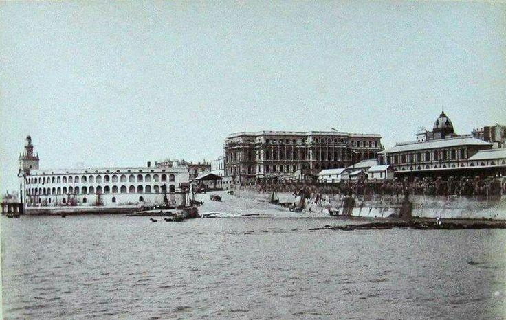 Foto donde se observa la Construcción de la futura Casa de Gobierno  y la antigua Aduana entre otros edificios!!