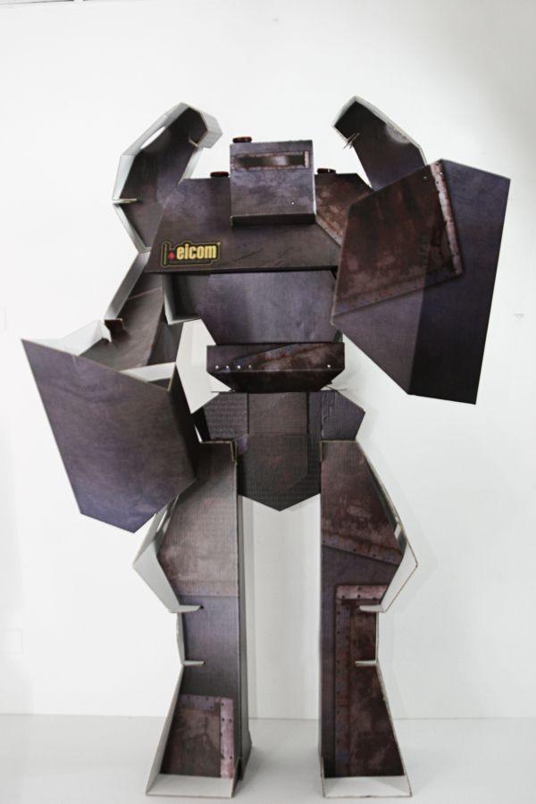 Cardboard Robot  / Robot de Carton by Orlando Inojosa, via Behance